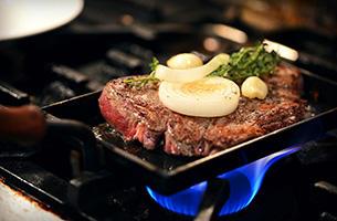 スーパーのお肉が高級鉄板焼店の味になる「大人の鉄板」新発売