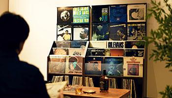 自宅がまるでレコードショップに!「レコードディスプレイラック」新発売